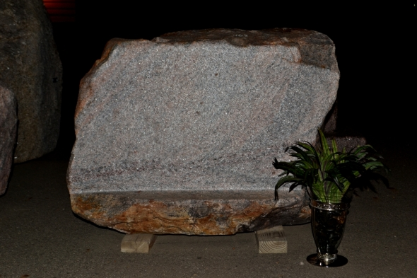 Natural Rock Memorial Stone For Cemetery