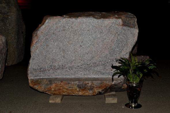 Natural Rock Memorial Stone For Cemetery